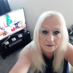Beatrice is looking for singles for a date