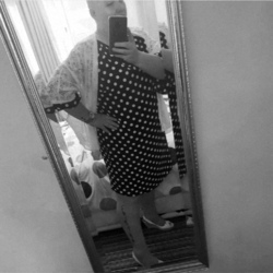 Louiseann is looking for singles for a date
