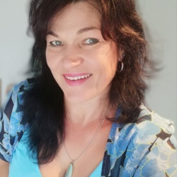 Janne is looking for singles for a date