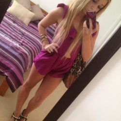 Lizbeth is looking for singles for a date