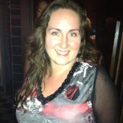 Samanta is looking for singles for a date