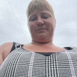 Rosanne is looking for singles for a date