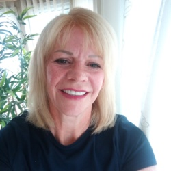 Pammi is looking for singles for a date