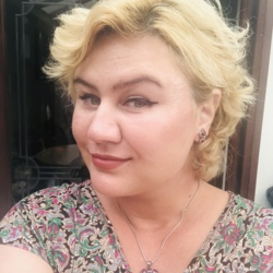Catalina is looking for singles for a date