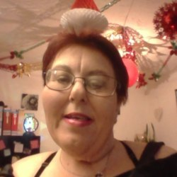 Davina is looking for singles for a date
