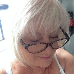 Sherlie is looking for singles for a date