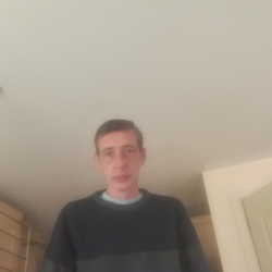 Slimreg is looking for singles for a date