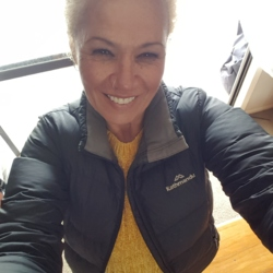 Tohana is looking for singles for a date
