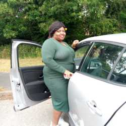 Christelle is looking for singles for a date