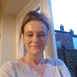Vicky is looking for singles for a date