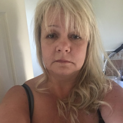 Nina is looking for singles for a date