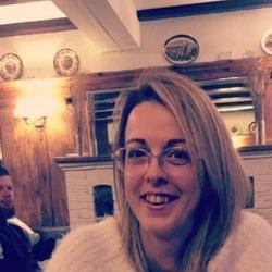 Robyn (36)