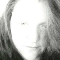 Holly (28)