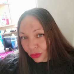 Kizzy is looking for singles for a date