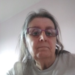 Pamela is looking for singles for a date