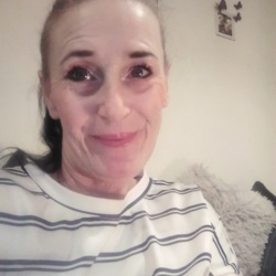 Kellie is looking for singles for a date
